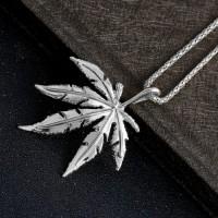 Ожерелье с кулоном конопляный лист (цвет серебро)