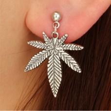 Серьги конопляный листок(цвет серебро)